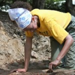 Prof. Anna Agbe-Davies works on archaelogical dig at UNC President Tom Ross' house. (photo by Kristen Chavez)